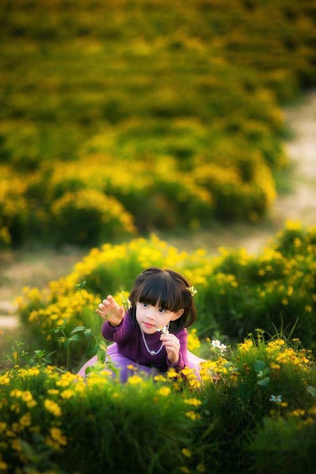 Ngay từ bé, Tuệ Lâm đã rất dạn dĩ với máy ảnh nên bộ ảnh đón Tết này của Tuệ Lâm được thực hiện rất nhanh chóng.