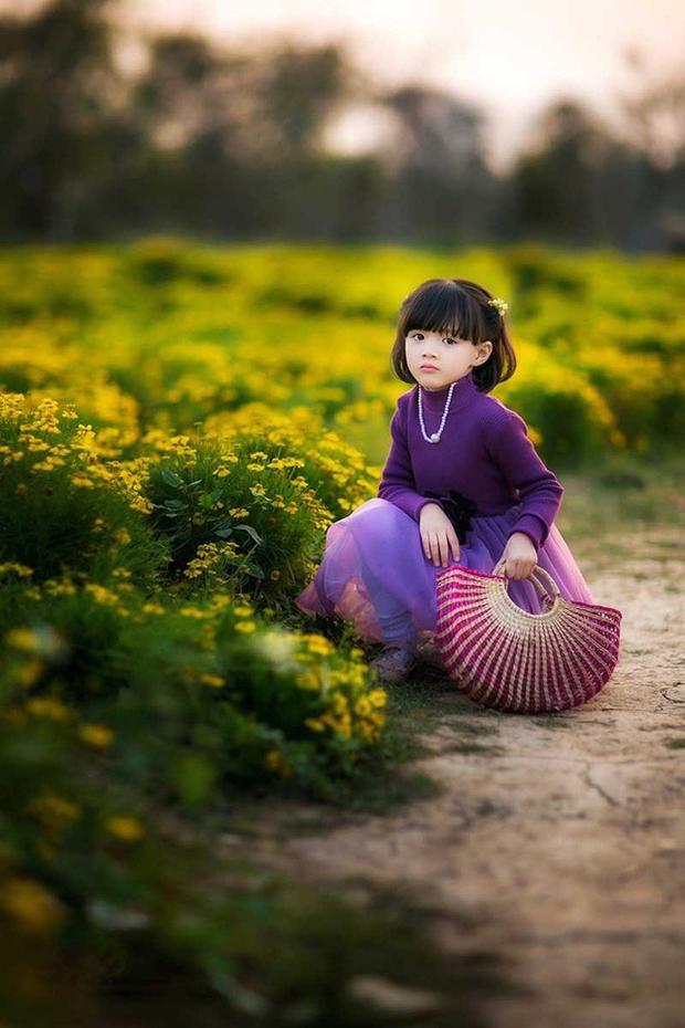Ở ngoài đời, cô bé rất nhanh nhẹn và năng động. Tuệ Lâm thích các hoạt động ngoại khoá, đồng cỏ rộng thường là địa điểm được bé chọn khi bố mẹ cho đi chơi.