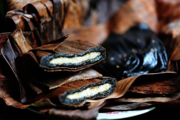 Để có được những chiếc bánh thơm ngon, đạt tiêu chuẩn đòi hỏi người làm bánh phải tỉ mẩn và tinh tế.