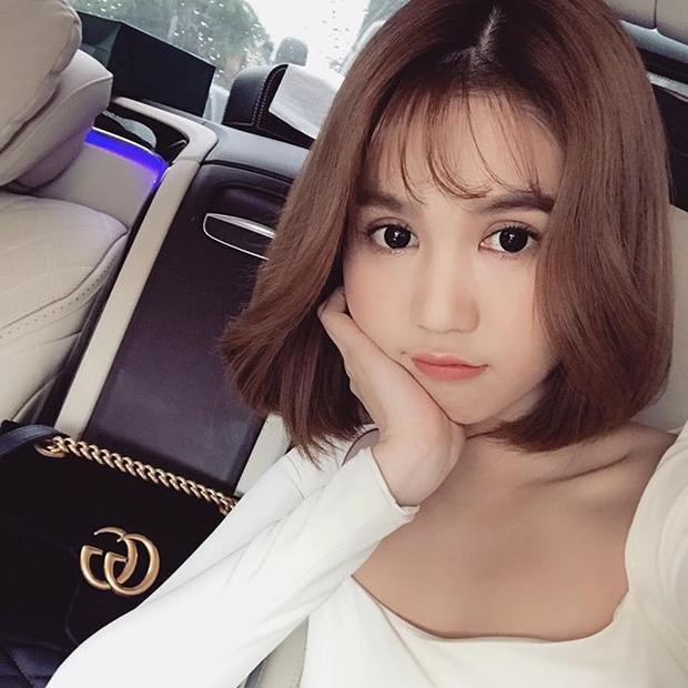 Ngọc Trinh cũng là một trong những người đẹp Việt đã cắt phăng mái tóc dài của mình trong năm 2017 vừa qua.