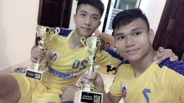 Hai cầu thủ Phan Văn Đức và Phạm Xuân Mạnh