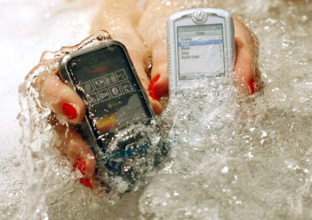 Những chiếc điện thoại cho thị trường Nhật Bản từ năm 2008 đã có khả năng chống nước.
