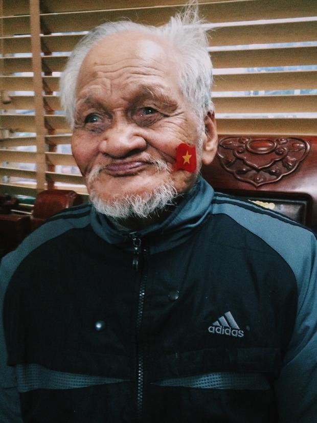 Hình ảnh ông Nguyễn Tiến Số - vị lão thành Cách mạng từng trải qua hai cuộc kháng chiến chống Thực dân Pháp và Đế quốc Mỹ - bồi hồi sống lại những ngày hàng chục triệu trái tim Việt Nam chung một nhịp đập…