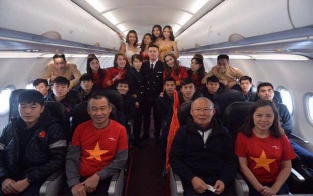 Đội tuyển U23 Việt Nam trên chuyến bay Vietjet.