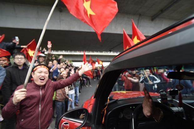 Không biết bao lâu rồi, người hâm mộ Việt Nam mới được sống trong không khí vui mừng rạo rực đến như thế.