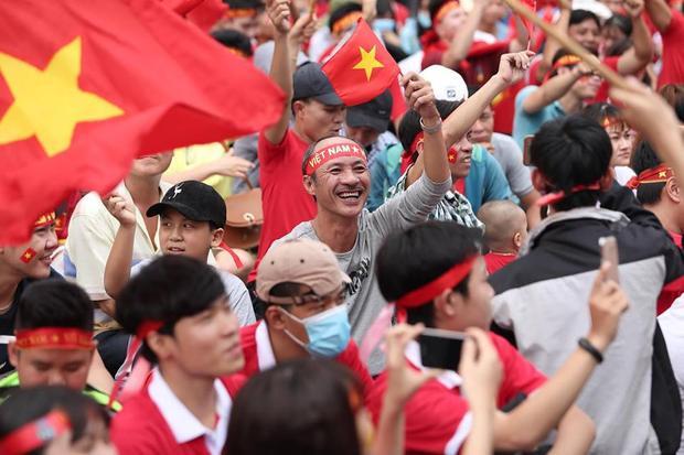 Sài Gòn vốn nhộn nhịp nhưng chưa bao giờ đông vui đến vậy! Ảnh: Đinh Trung Tín