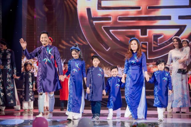 Gia đình MC Phan Anh vinh dự đảm nhận vị trí vedette kết show diễn, tuy lần đầu trình diễn cùng nhau nhưng cả gia đình đều rất tự tin, biểu diễn ăn ý.
