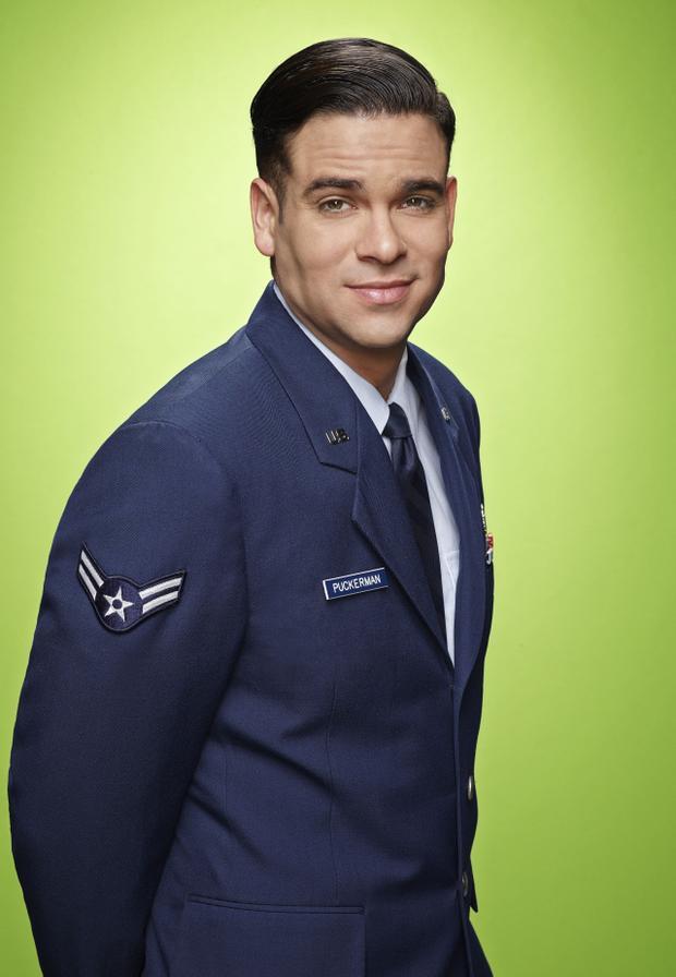 Mark Salling trong hình ảnh quảng bá phần 6 của Glee.