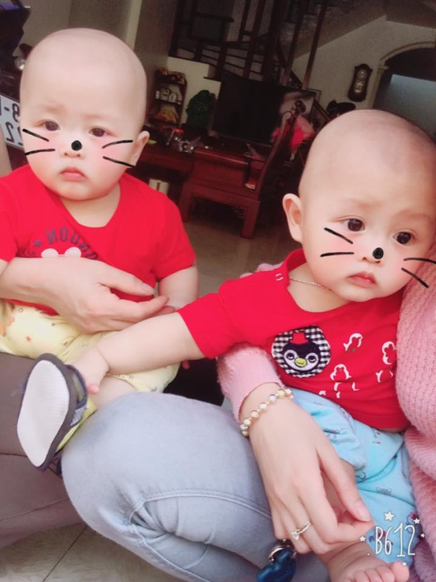 """""""Hai anh em sinh đôi mà không giống nhau tý nào"""", nick name Phương Haly chia sẻ."""