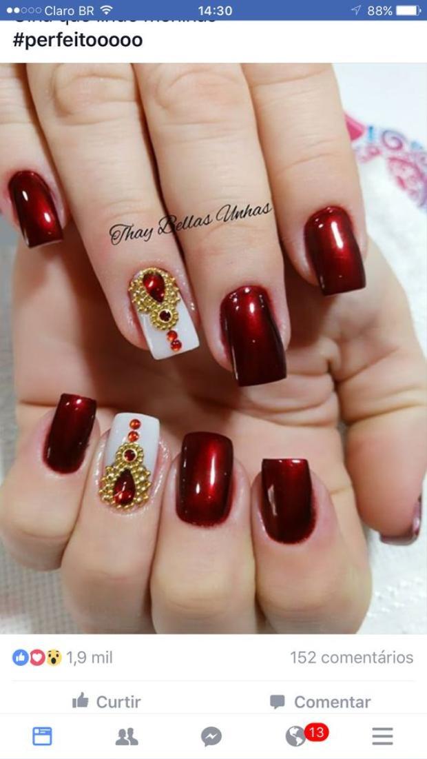 Ngoài sơn, các bạn nữ có thể cậy nhờ đến các phương pháp trang trí như đắp bột, gắn hạt đá để đem đến cho mình những kiểu nail cá tính, lộng lẫy hơn.