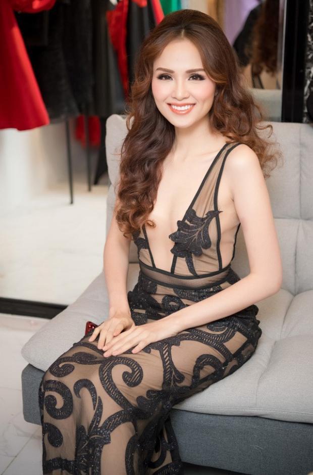 """Diễm Hương từng đại diện Việt Nam tham gia Hoa hậu Trái đất 2010. Cô xuất sắc lọt vào top 16 và giành giải """"Best Bikini""""."""