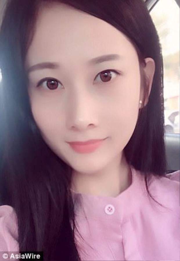 Yang hiện ở nhà chăm sóc hai cô con gái nhỏ và làm video trang điểm thành người nổi tiếng.