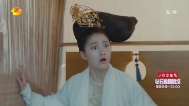 """Kiểu tóc """"máy khâu"""" khiến Quan Hiểu Đồng gặp nhiều khó khăn khi diễn xuất"""