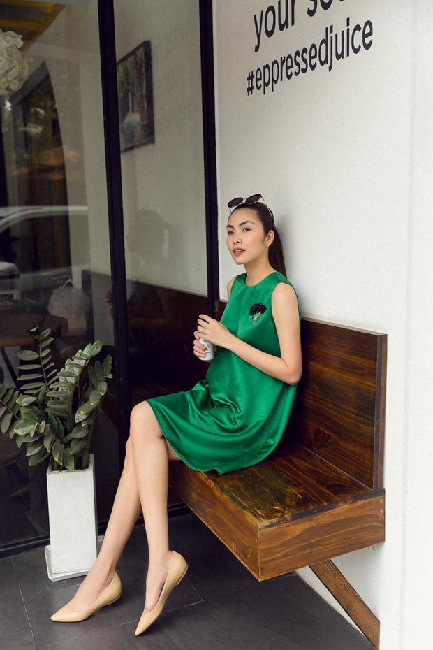 Kết hợp cùng mái tóc cột cao và giày bệt, Tăng Thanh Hà hoàn toàn xinh đẹp, thu hút.