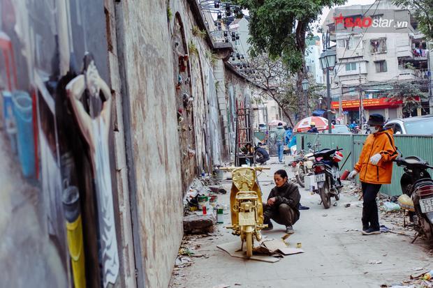 Dự án bắt đầu triển khai vào ngày 3/11/2017 các cổng vòm trên phố Phùng Hưng (Hoàn Kiếm - Hà Nội) được các họa sĩ đến từ Hàn Quốc thi công. Tuy nhiên đến giữa tháng 12/2017 việc thi công bất ngờ bị gián đoạn khiến công trình có phần trở nên nhếch nhác.