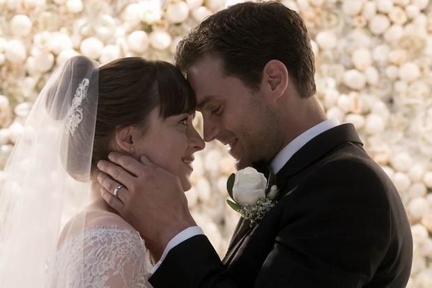 Đám cưới trong mơ tràn ngập hoa và sự hạnh phúc có thể sẽ là một trong những hôn lễ đáng nhớ nhất trên màn ảnh rộng.