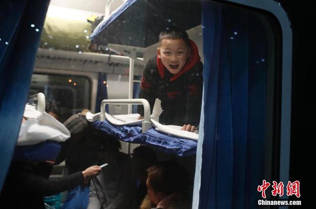 Thượng Hải có ba nhà ga lớn. Năm nay, tổng cộng 1,3 triệu hành khách đã đặt vé, tăng 9,6% so với năm ngoái.