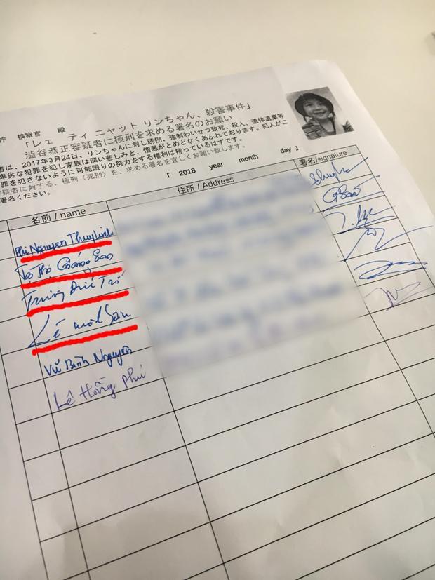 3 HLV Giáng Son, Lê Minh Sơn, Đức Trí và MC Phí Nguyễn Thuỳ Linh đồng loạt ký tên vào bảng.