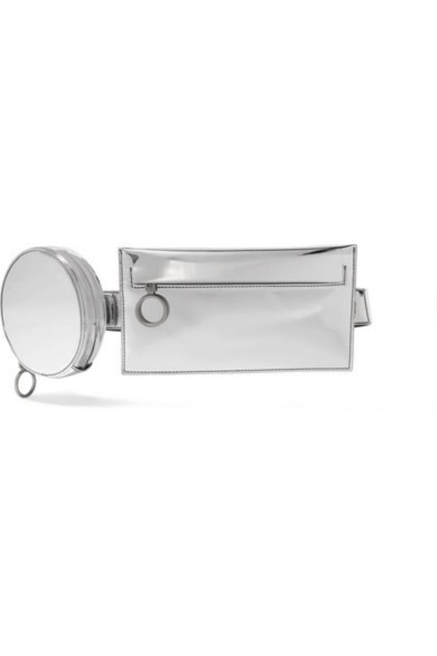 Cùng chung ý tưởng thiết kế mẫu túi với các chiếc ví nhỏ gắn chung với nhau, phải kể đến chiếc túi mang tên Mirrored đến từ thương hiệu Off - White.