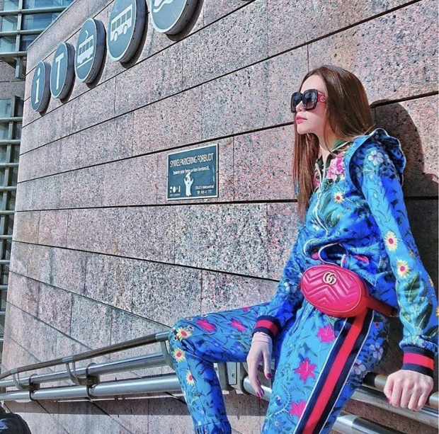 Hồ Ngọc Hà cũng lựa chọn đúng chiếc túi này để hoàn thiện set đồ thời thượng trong chuyến du lịch của mình.
