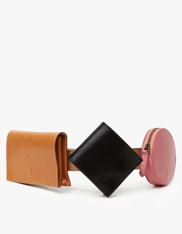Ngoài ra, không thể không kể qua chiếc túi đeo hông có tên gọi Deco đến từ thương hiệu Vere Verto cũng là 1 trong những sản phẩm được nhiều tín đồ thời trang ưa thích bởi cách thiết kế thông minh của nó.