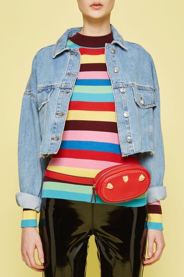 Chiếc túi belt bag của thương hiệu Topshop có thiết kế cong tròn khá giống với mẫu túi Gucci được Sơn Tùng, Hà Hồ mê mẩn. Tuy nhiên, sản phẩm này lại có mức giá cực kì dễ chịu, chỉ 40$, tầm 900 nghìn đồng, rẻ hơn túi của Sơn Tùng hơn 20 lần.
