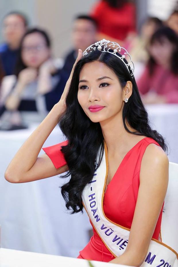"""Và sự """"lột xác"""" đó hoàn toàn xứng đáng khi giờ đây, Hoàng Thuỳ mang trên mình trọng trách của một Á hậu Hoàn vũ Việt Nam."""