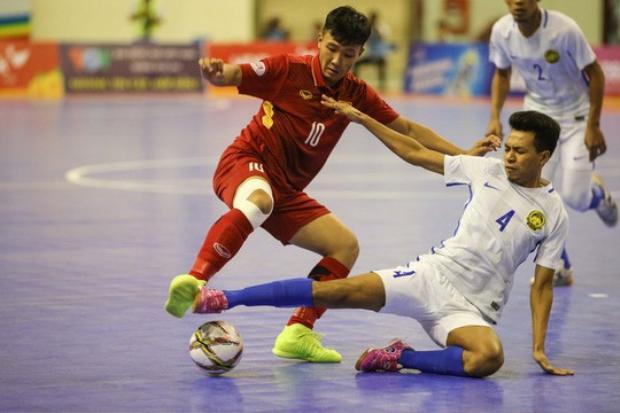 Đội bạn không ngại có những pha vào bóng quyết liệt với cầu thủ Việt Nam, thậm chí là đánh nguội.