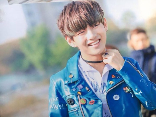 Chàng idol xinh trai nhóm nhạc đình đám BTS - Kim Tae Hyung (V) là một trong những idol khiến trái tim fan nữ rung động và vỡ òa khi nhìn vào đôi mắt cười của cậu ấy.