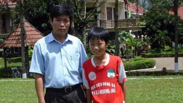 Tiền vệ người Tuyên Quang đến với niềm đam mê bóng đá từ năm 6 tuổi.