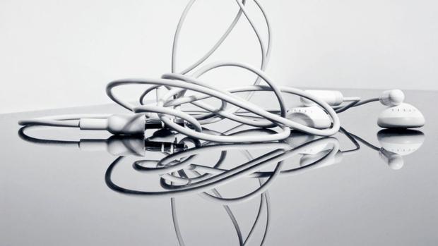 Cuối cùng tôi đã hiểu tại sao dây tai nghe lúc nào cũng rối vào nhau