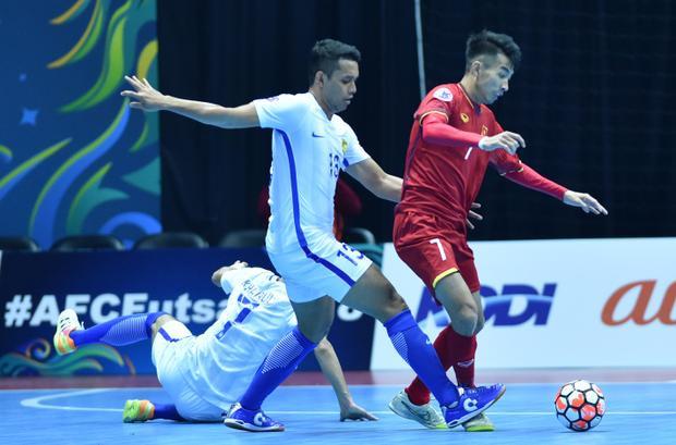 Ở trận đấu ra quân, thầy trò HLV Miguel Rodrigo đụng độ lại đối thủ Malaysia - đội bóng mà Việt Nam đã để thua đến 1-5 tại Bán kết futsal Đông Nam Á hồi tháng 11 vừa qua.