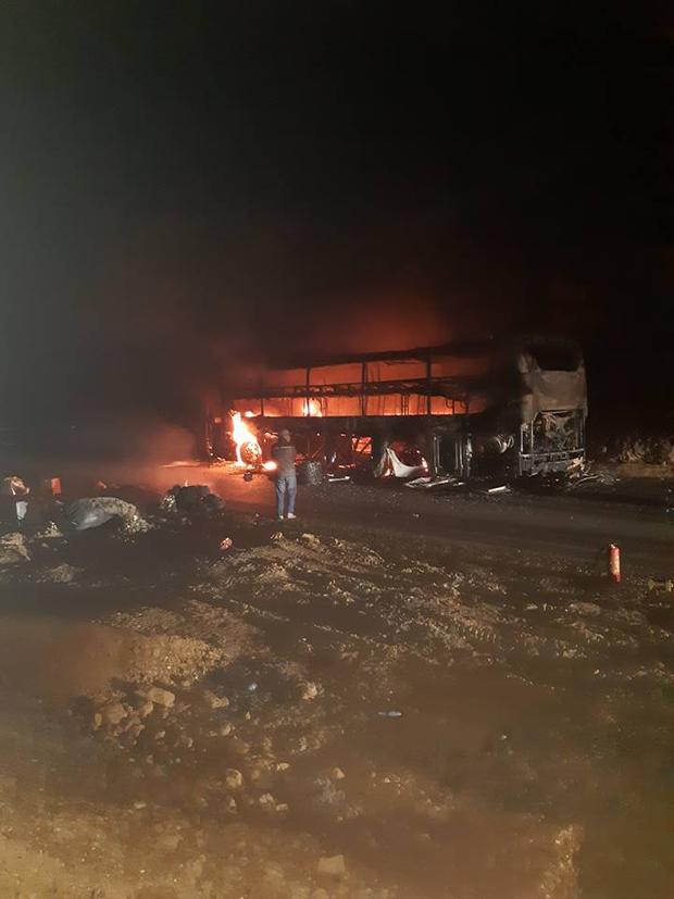 Vụ cháy không gây thiệt hại về người nhưng hành lý, hàng hóa của hành khách đều bị thiêu rụi. Ảnh: Đinh Văn Thành.