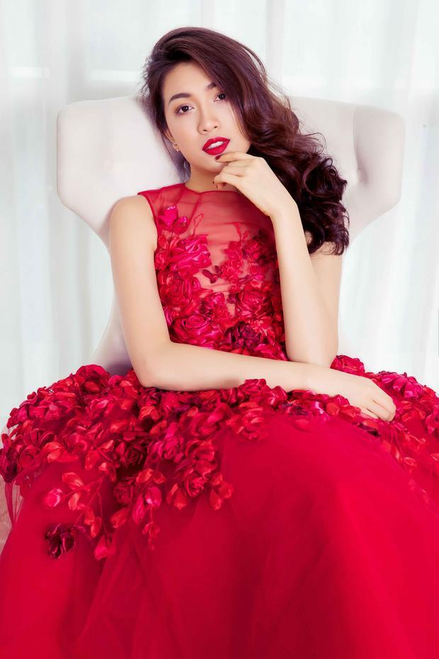 Á hậu Lệ Hằng khoe vẻ đẹp ngọt ngào trong chiếc váy voan xuyên thấu kết hoa kì công.