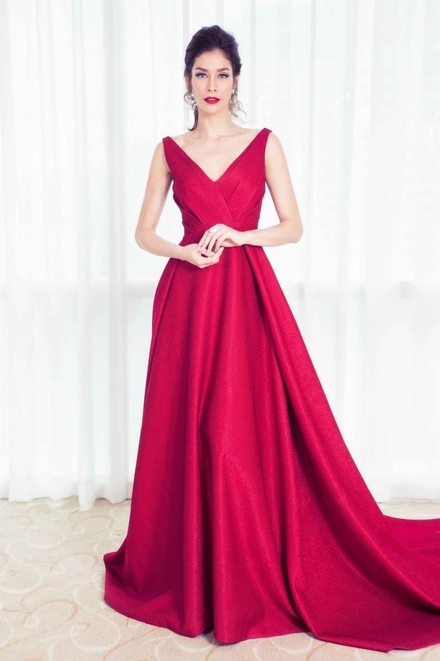 """Với nhan sắc quyến rũ, không thay đổi mấy từ khi đăng quang, Hoa hậu hoàn vũ 2008 được mệnh danh là """"hoa hậu đẹp nhất mọi thời đại""""."""