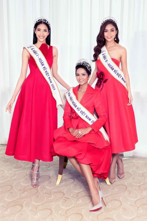 Top 3 Hoa hậu Hoàn vũ Việt Nam năm nay khoe sắc trong trang phục đỏ rực rỡ.