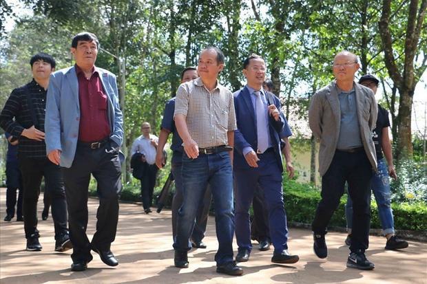 Ông bầu đam mê bóng đá phố núi cũng từng tiết lộ việc kỳ công mời gọi HLV Park Hang Seo sang dẫn dắt đội tuyển.