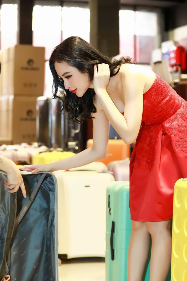 Cô chọn cho mình những mẫu vali mình yêu thích nhất.