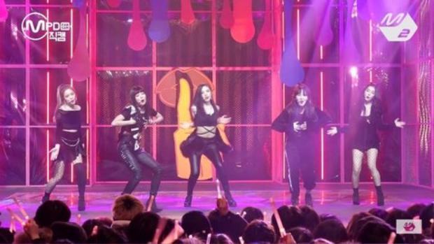 Khoảnh khắc mỗi người nhảy một kiểu trên sân khấu comeback.