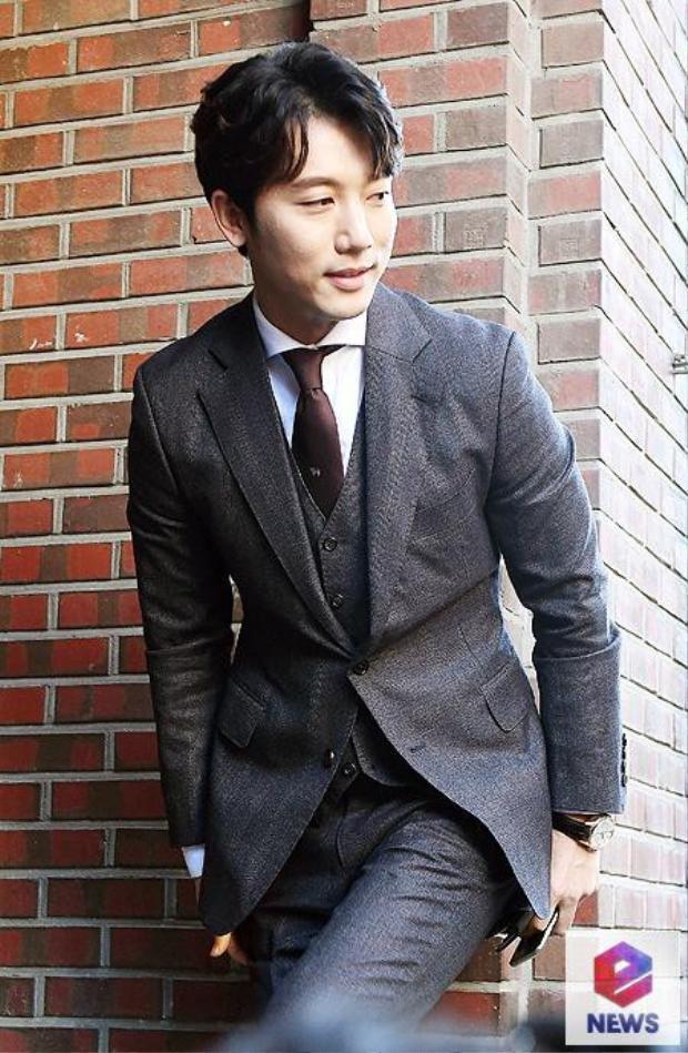 Chủ hôn Ki Tae Young lịch lãm.