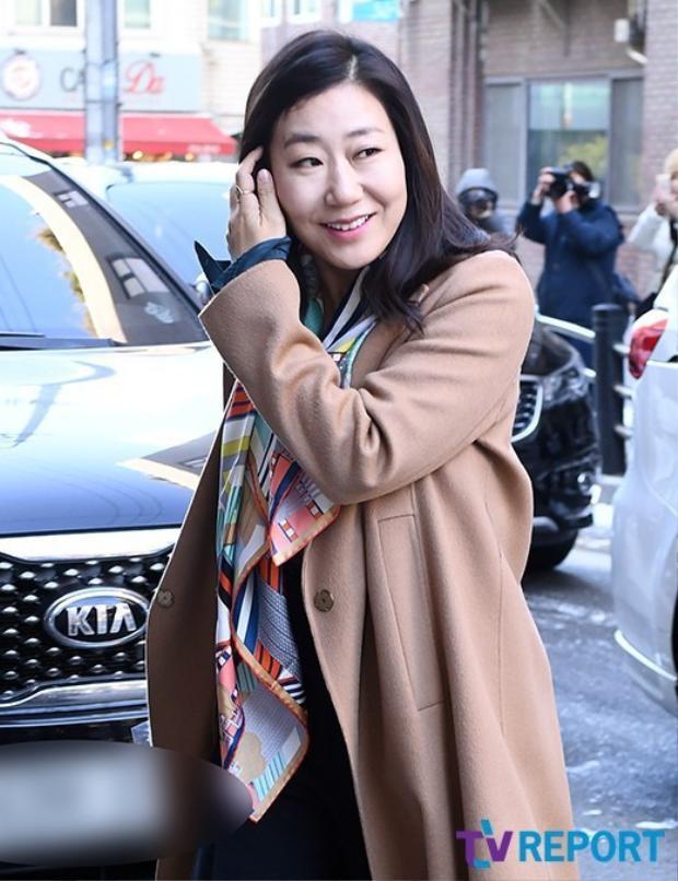 Nữ diễn viên Ra Mi Ran - người chị thân thiết với cô dâu từ chương trình Sister's Slam Dunk.