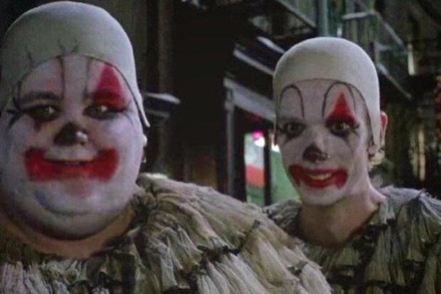 Doug Jons (phải) với vai diễn nhỏ trong Batman Returns.