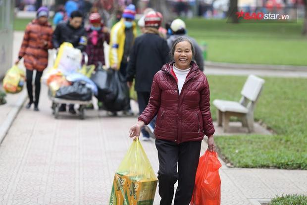 Ấm áp với phiên chợ Tết 0 đồng dành cho hàng nghìn bệnh nhân nghèo ở Hà Nội