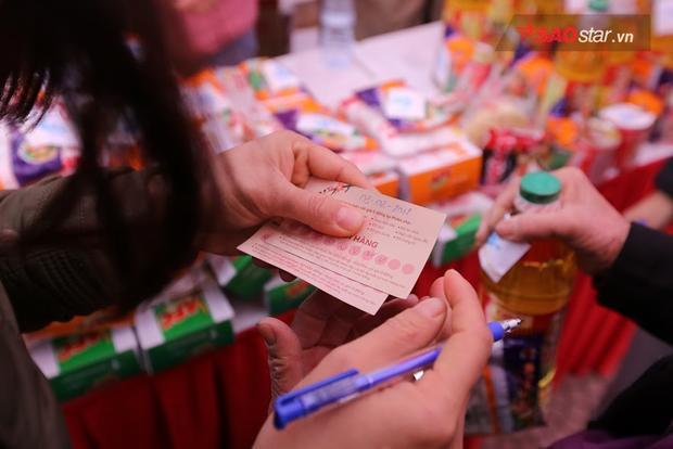 Sau khi mua một món hàng, BTC sẽ tích một dấu trên thẻ.