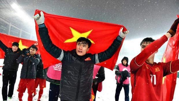 HLV Trần Minh Chiến hy vọng U23 Việt Nam có thể giữ đôi chân ở mặt đất để tiếp tục trưởng thành.