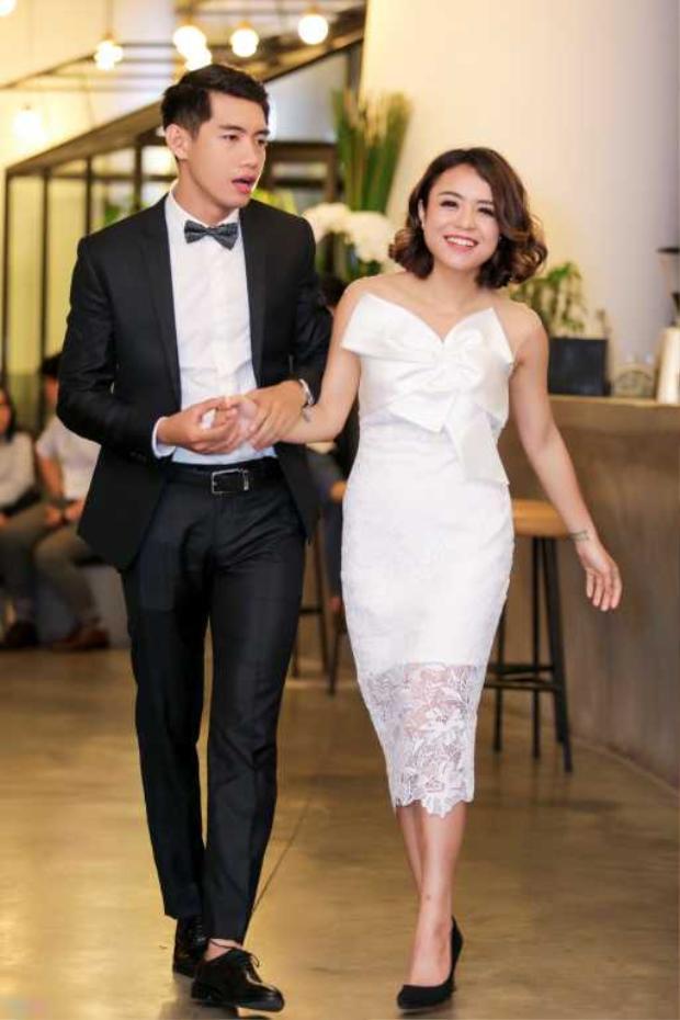 Quang Đăng, Thái Trinh cũng là một cặp đôi được nhiều người yêu thích. Cả hai đều lựa chọn phong cách trẻ trung, năng động hợp tuổi. Trong buổi họp báo ra mắt sản phẩm chung, họ khiến khán giả không ngớt khen ngợi khi chàng lựa chọn áo vest lịch lãm, nàng lại vô cùng nữ tính với váy trắng ôm sát phối ren.
