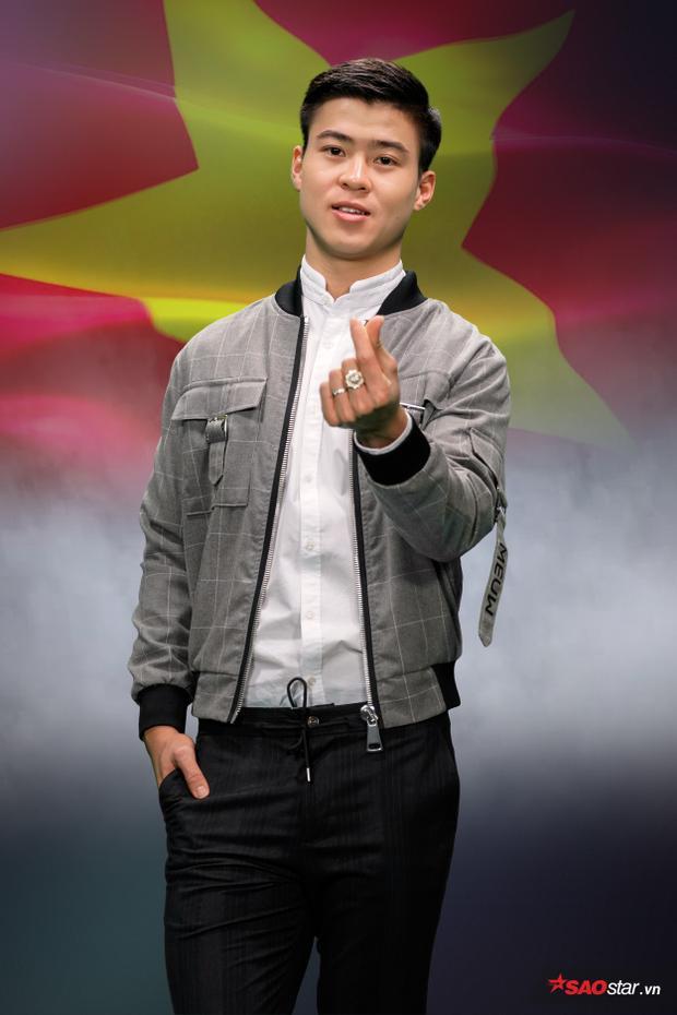 Duy Mạnh sinh năm 1996 tại Hà Nội, anh là cầu thủ của Câu lạc bộ Hà Nội T&T. Hiện anh là đội phó của đội tuyển U23 Việt Nam.