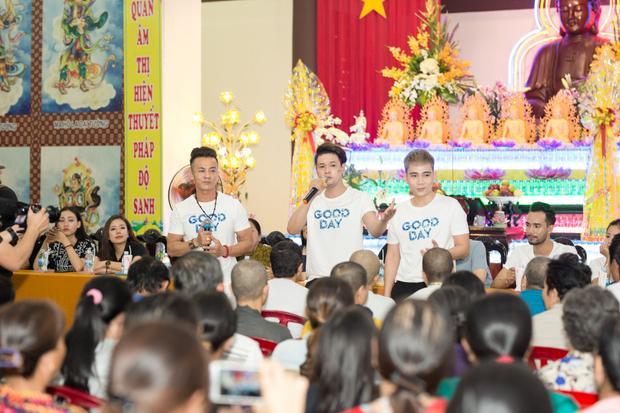 Như Quỳnh  Quang Lê tranh thủ đi từ thiện cùng các học trò trước Tết Nguyên đán
