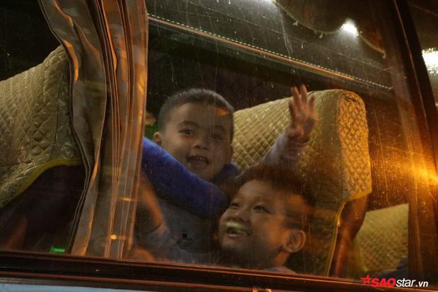 Những chuyến xe về quê miễn phí luôn đầy ắp nụ cười