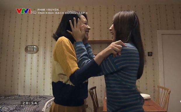 Gặp lại bạn thân, Quyên - Vân vui sướng ôm nhau sau hai năm xa cách.